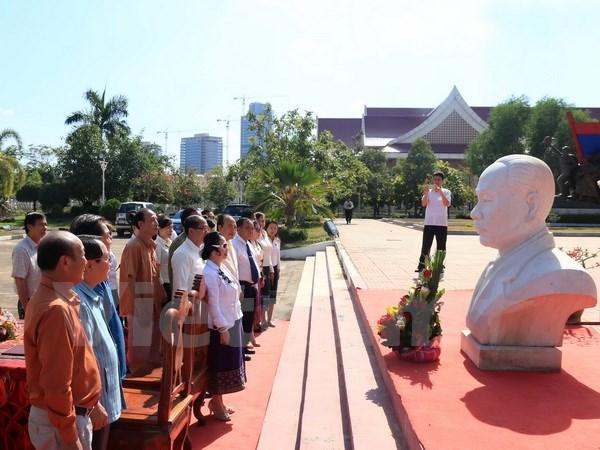 Vietnamese company donates bust of late Lao President