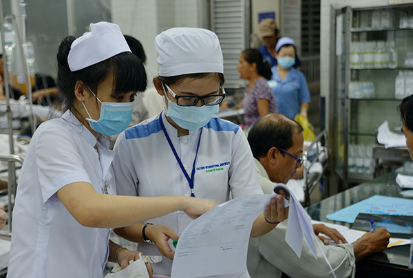 Healthcare workers on duty 24 hours over Tet