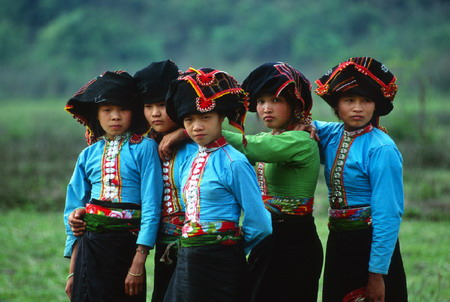 Preservation of traditional costumes in development trend
