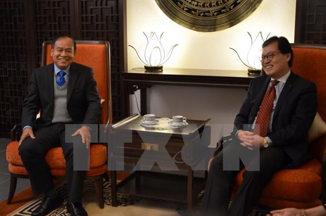 Traditional diplomatic exchanges between Vietnam and Laos in Geneva