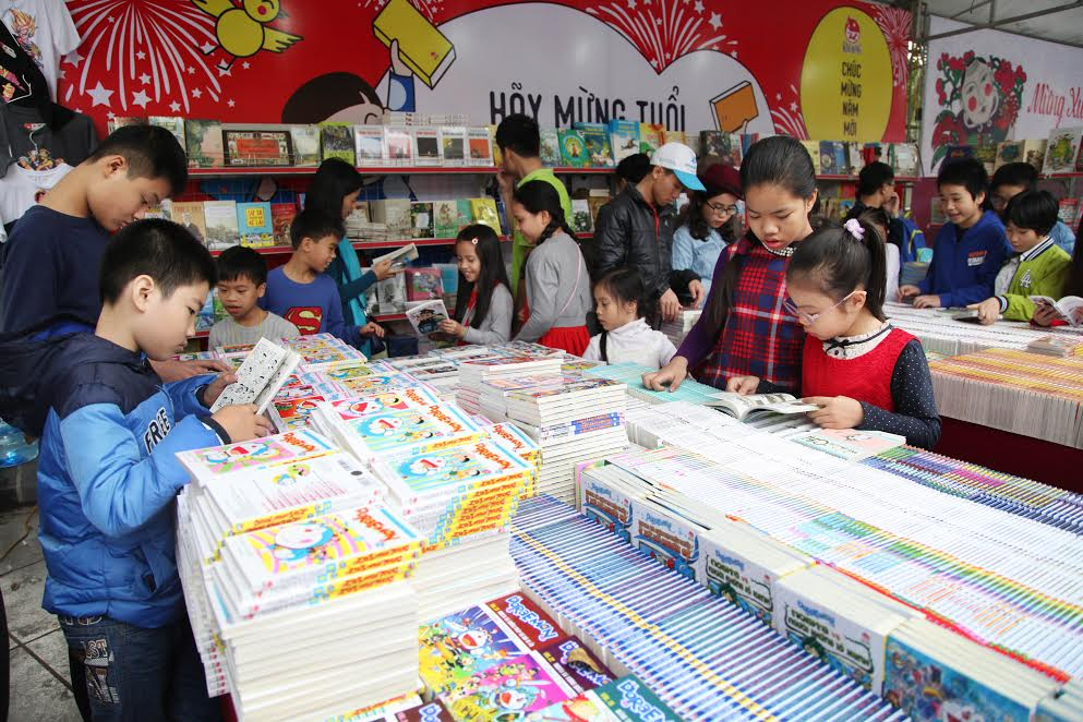 Hanoi Spring Book Street 2017 reaches a turnover of over VND7 billion