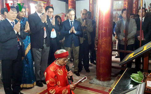 Foreign diplomats attend friendship spring tour in Bac Ninh