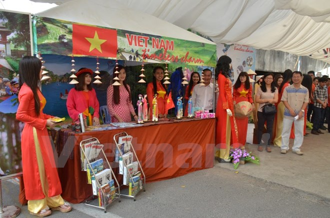 Vietnam's prominent cultural marks at ASEAN + 3 Festival in Cambodia