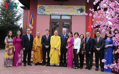 Asian and European ambassadors learn about Vietnamese culture in Czech Republic
