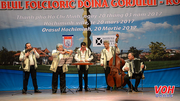 Romanian traditional art troupe performs in HCMC