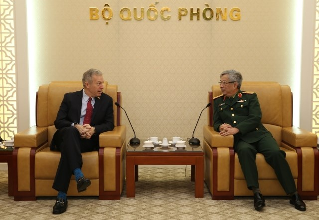 Vietnam, US seek ways to enhance defence cooperation