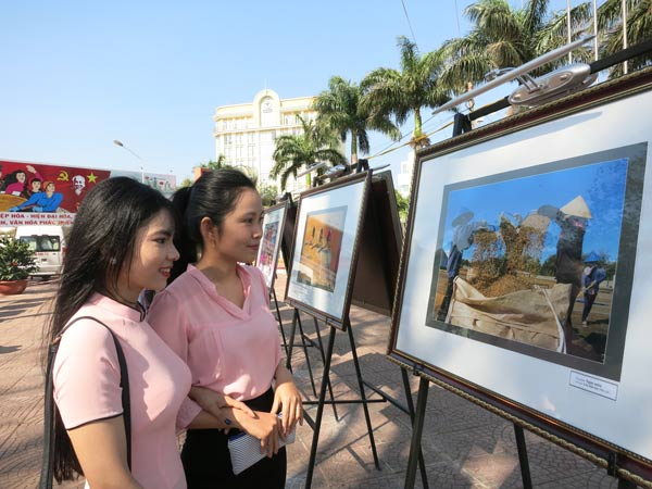 Photo exhibition on Buon Ma Thuot coffee and Central Highlands gongs