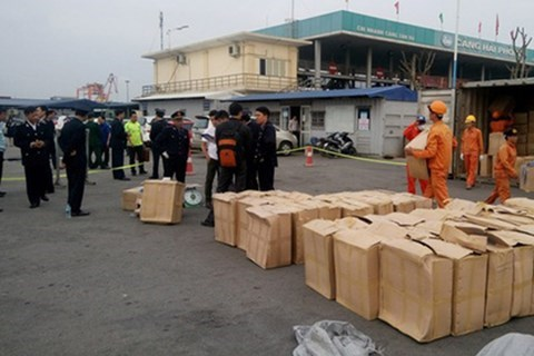 Hai Phong seizes two containers containing large amounts of khat leaves and shisha
