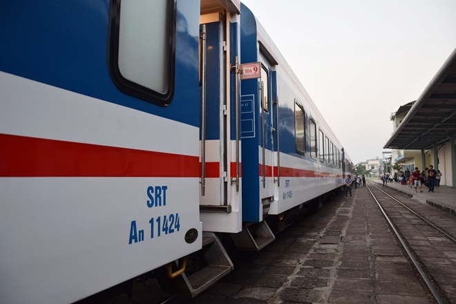 Five-star train connect southern hub with Nha Trang