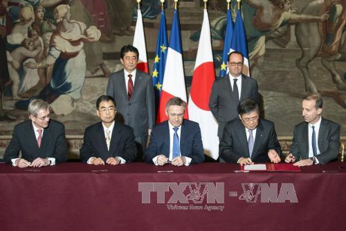 Japanese PM Shinzo Abe visits France
