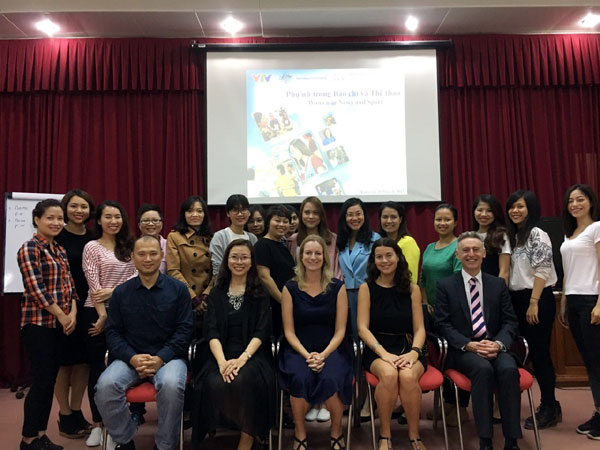 Australia helps Vietnam train female sports journalists