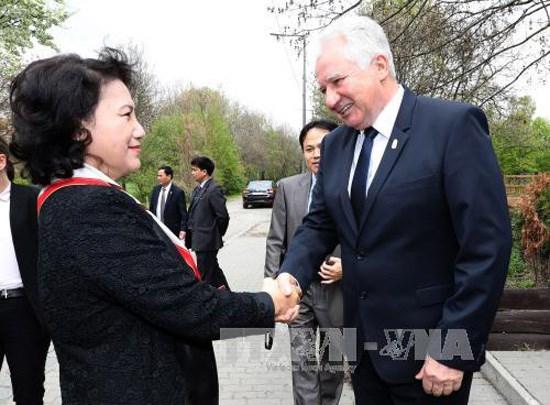 Vietnam, Hungary's top legislators hold talks