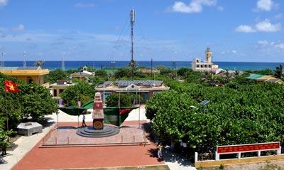 Ho Chi Minh city presents VND14 billion to Spratly archipelago
