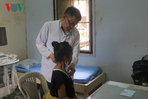 Overseas Vietnamese doctor concern with Vietnamese language