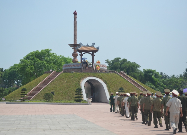 Quang Tri pilots tour to historical sites
