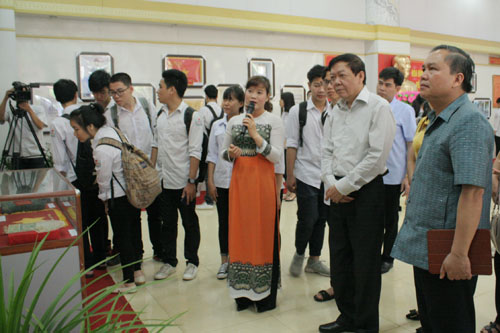 Showroom on President Ho Chi Minh with Hoa Binh province opens