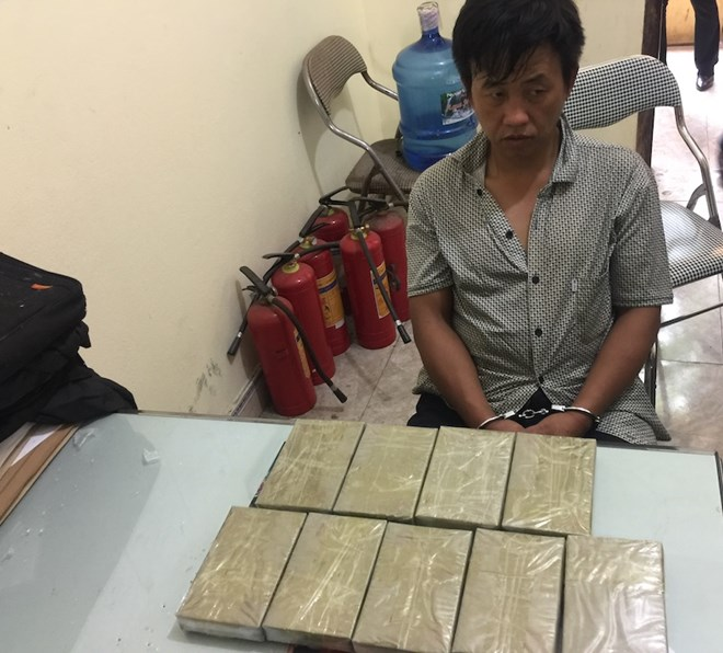 Man with nine cake of heroin detained