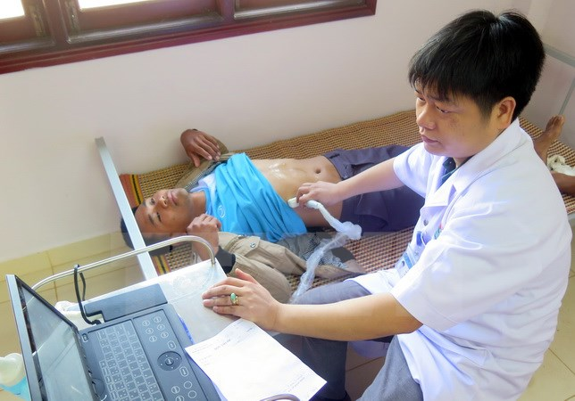 Overseas Vietnamese and people in Cambodia granted examinations and medicines free of charge