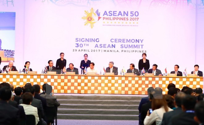 PM Nguyen Xuan Phuc: ASEAN should uphold community spirit