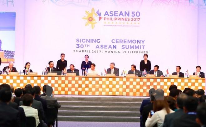PM Nguyen Xuan Phuc: ASEAN should uphold community spirit