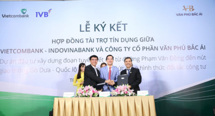 Two banks pledge over USD64 million for transport road in HCM city