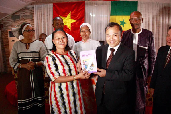 About 3,000 Vietnamese people live in Senegal