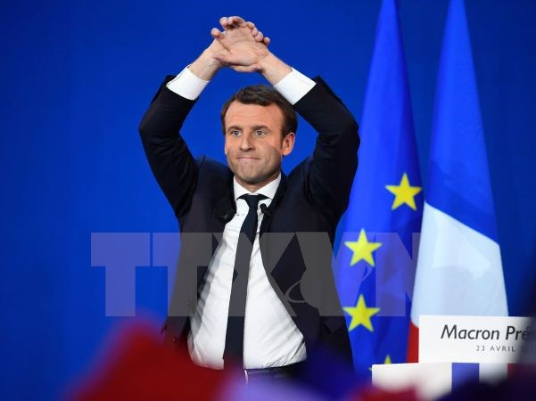 Macron and Le Pen head for runoff
