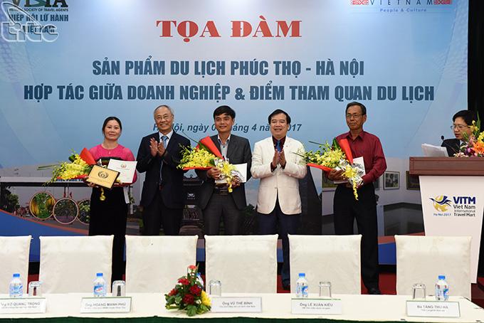 Eight Vietnam tourism representatives receive ASEAN award