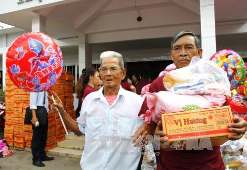 Over 1,000 presents for AO victims and vision-impaired people