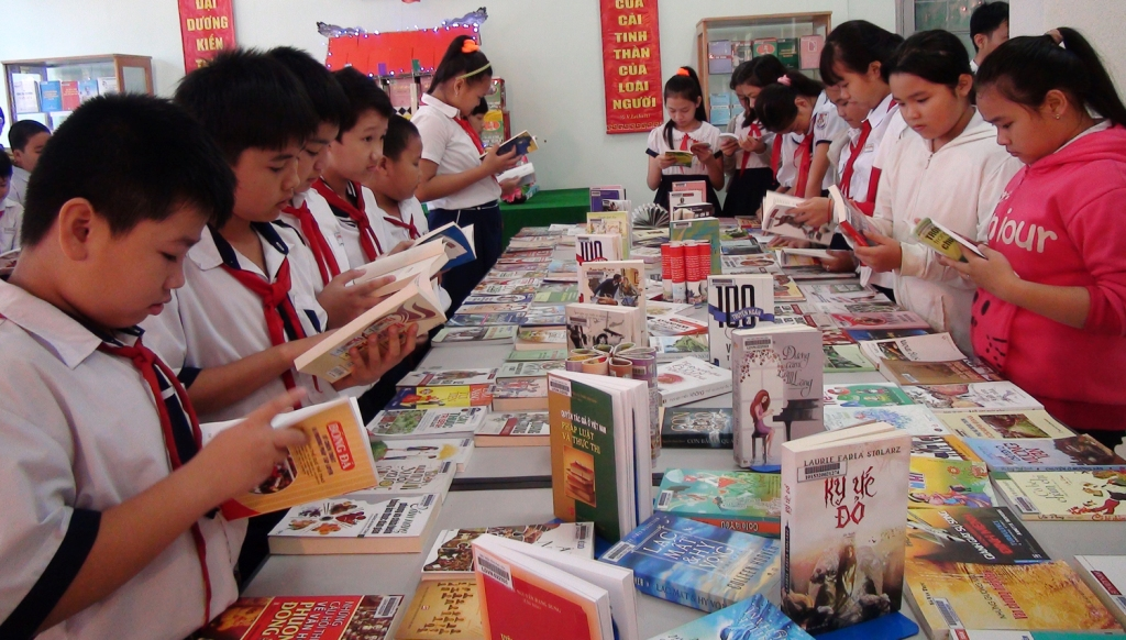 Festival on reading and following Uncle Ho's example launched
