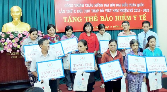 Ho Chi Minh city presents medical insurance cards to poor