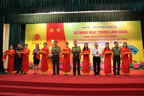 Book exhibition on President Ho Chi Minh in Hanoi