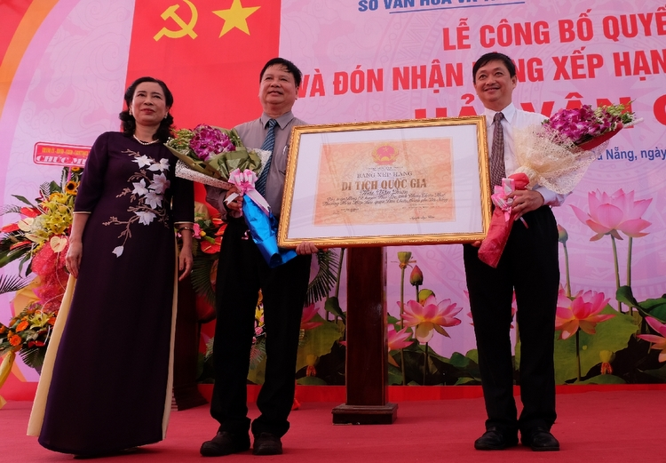 Hai Van Gate receives certificate for national relic site