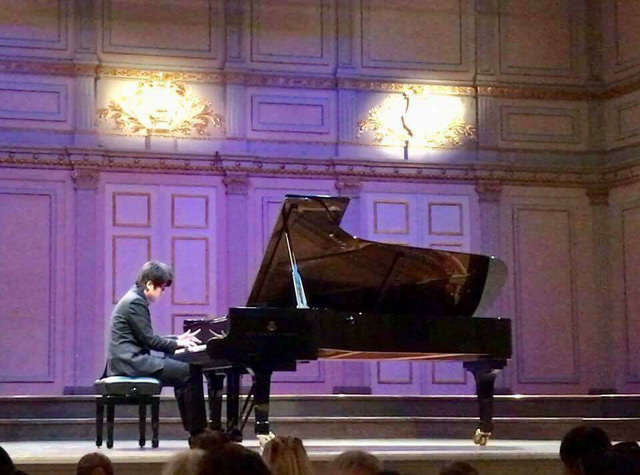 Vietnamese student wins first prize at piano competition in Sweden