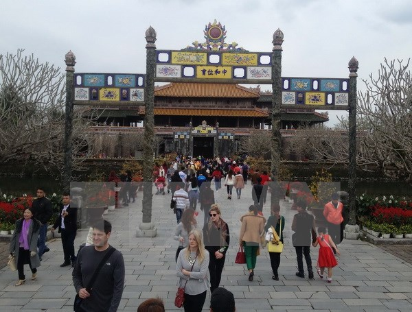 Tourist attractions crowded during holidays