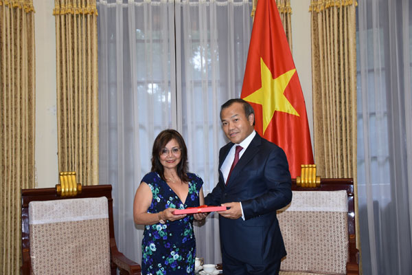 Deputy Minister Hong Nam received overseas Vietnamese lawyer Truong Kim Anh