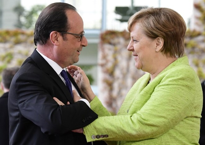 Outgoing French President Hollande on farewell visit to Germany