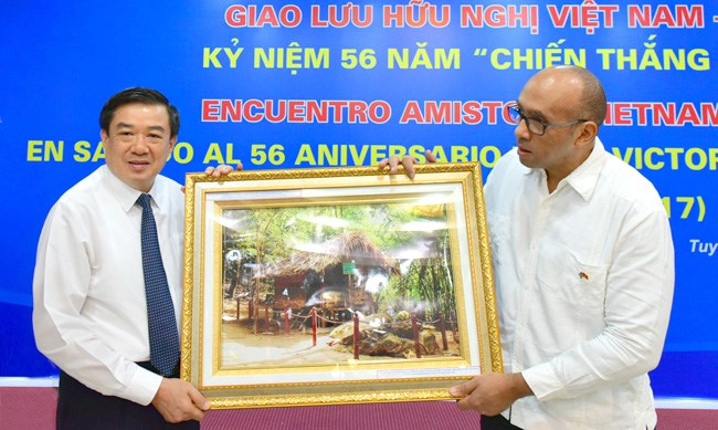 Cuba's Giron victory marked in Tuyen Quang