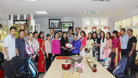 Ho Chi Minh city delegation visits commemorative house in China's Guangxi