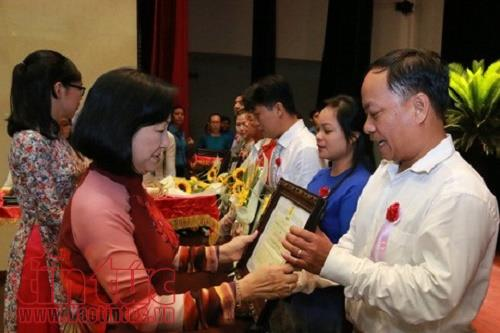 Ho Chi Minh city honours 259 good laborers and collectives