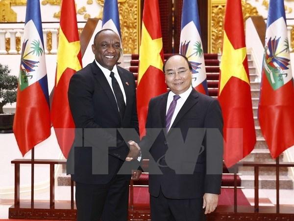 Prime Minister Nguyen Xuan Phuc greets Haitian Senate President