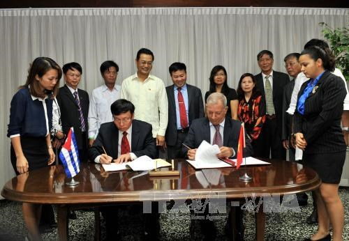 Vietnam presents 5,000 tonnes of rice to Cuba