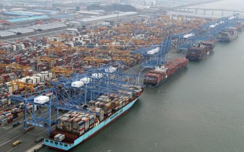 RoK enjoys trade surplus for 64 consecutive months