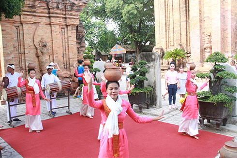 Over 1,000 ceramic products on display in Khanh Hoa province