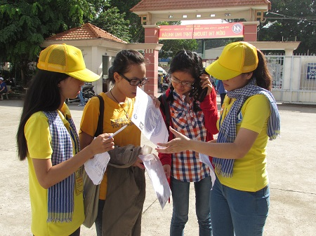 Ho Chi Minh city: About 10,000 volunteer students to help candidates during exam 2017