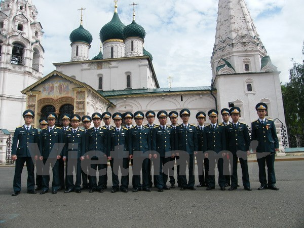 Vietnamese students get degrees of Russia's Yaroslavl Air Defence Surface-to-Air Missile Institute