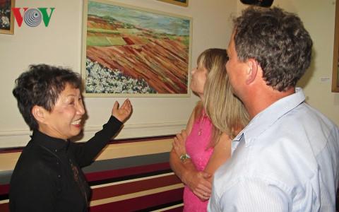 Vietnamese artist's painting exhibition impresses Czech public