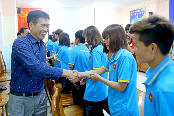 Head of Vietnamese delegation at 29th SEA Games encourages national men's and women's football teams