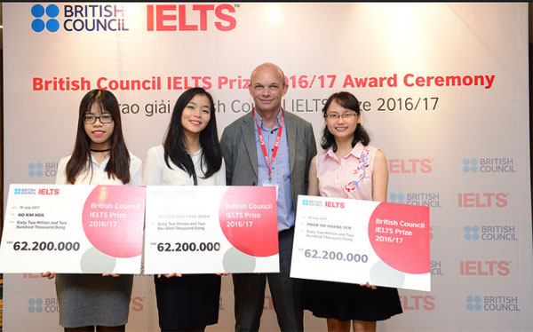 Three Vietnamese students won 2017 British Council IELTS prize
