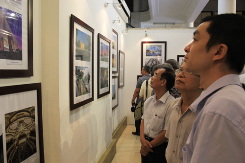Photo exhibition on Hanoi architecture in past and present